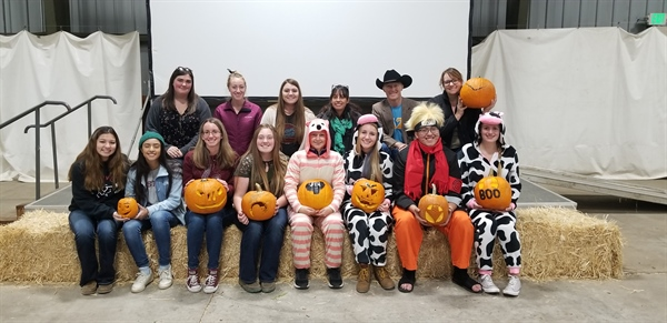 Cal Eta hosts Annual Pumpkin Carving Social Meeting!